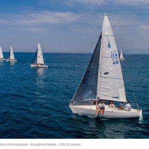(J24 - La Superba in regata)